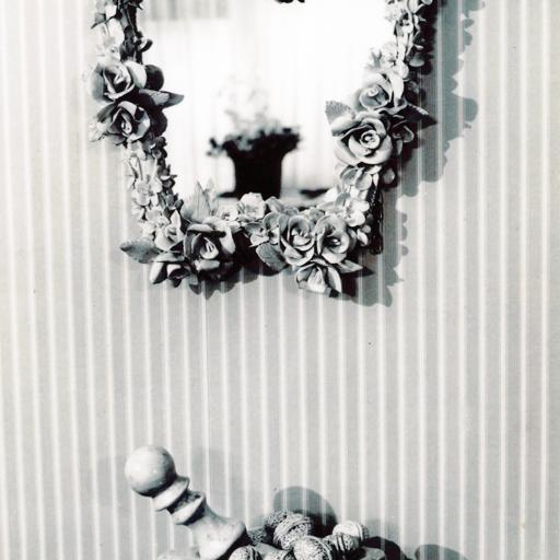 Mirror frame of flowers